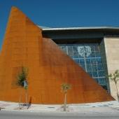 Grande façade en acier corten pour une église