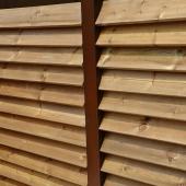 Palissade en tubes d'acier corten et bois