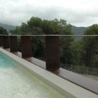 Balustrade en acier Corten pour piscine